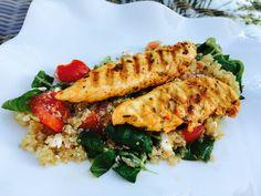 Quinoa Powersalat mit Tomaten und Avocado, ein raffiniertes Rezept aus der Kategorie Kochen. Bewertungen: 235. Durchschnitt: Ø 4,4.