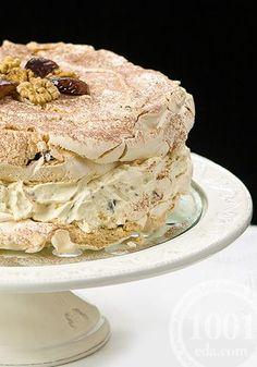 Meringue cake - Almond or hazelnut meringue, cream and carmelised nuts Hazelnut Meringue, Meringue Desserts, No Bake Desserts, Baking Desserts, Coconut Desserts, Russian Cakes, Russian Desserts, Baking Recipes, Cake Recipes