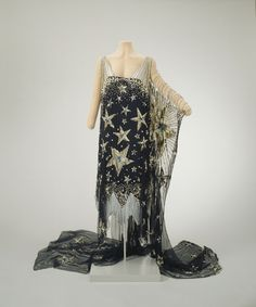 "oldrags: ""Starry Night"" fancy dress, worn by Marjorie Merriweather Post. Hillwood Estate oldrags: ""Starry Night"" fancy dress, worn by Marjorie Merriweather Post. 1920 Style, Style Année 20, Flapper Style, Vintage Outfits, Vintage Gowns, Vintage Fashion, Vintage Clothing, Night Gown Vintage, 1920s Fashion Dresses"