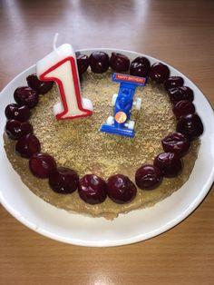 Gyümölcsös gríztorta | Manó Menü Birthday Candles, Birthday Cake, Desserts, Food, Tailgate Desserts, Deserts, Birthday Cakes, Essen, Postres