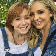 Buffy & Willow Reunion! Sarah Michelle Gellar & Alyson Hannigan Are Almost Twinsies?See the Cute Photos! | E! Online Mobile