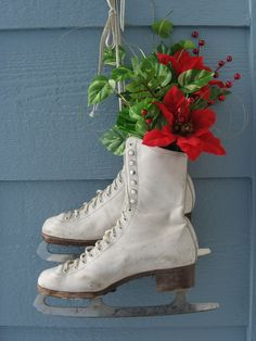 §§§ : ice skates decoration