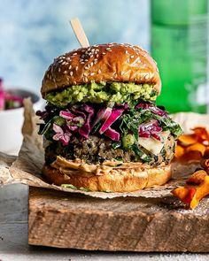 Towering veg burger with crunchy collard and red onion slaw for @naturesgreens 🥬 I hope to share more recent work in the coming weeks— in between my babe's squealing, rolling, babbling and demand for yogurt, his new found love 🤣 ⠀⠀⠀⠀⠀⠀⠀⠀⠀ #sharewithpeople Hot Dog Recipes, Sandwich Recipes, Brunch Recipes, Healthy Dinner Recipes, Souvlaki Recipe, Veggie Wraps, Paleo Dinner, Vegetarian Meals, Burgers