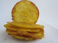 PATACON O TOSTONES MUY DELGADOS - EL TOQUE COLOMBIANO Colombian Food, Colombian Recipes, Round Cookie Cutters, Frying Oil, Empanadas, Tapas, Fries, Pineapple, Homemade