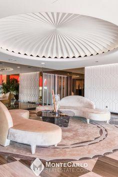 Magnifique appartement moderne situé dans le quartier du Carré d'Or, dans une résidence de grand standing offrant un service de conciergerie 24h/24, une salle de sport et une piscine extérieure. Monte Carlo, Service, Real Estate, Outdoor Pool, Gym, Modern, Real Estates
