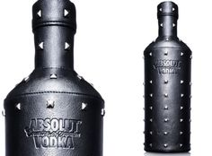 Gareth Pugh x Absolut Vodka - Drinking in style has never looked so fashionably dark thanks to the Gareth Pugh x Absolut Vodka bottle. Absolut Vodka has done quite a few collab. Cool Packaging, Bottle Packaging, Packaging Design, Cocktails, Alcoholic Drinks, Liquor Bottles, Vodka Bottle, Absolut Vodka Limited Edition, Design Da Garrafa