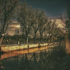 Reflejos acompañando el lánguido paseo primaveral. #zaragozadestino http://instagram.com/unaimensuro
