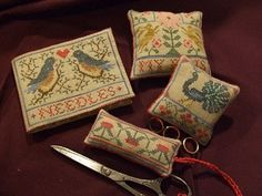 Sampler in the square box-smalls  Great pics - blog is in French, though.