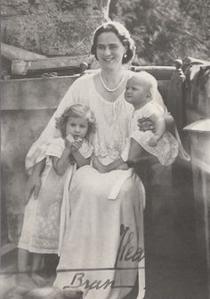 Ileana with her 2 youngest children, daughters Maria Magdalena, left, and Elisabeth. Queen Victoria Descendants, Princess Victoria, Romanian Royal Family, Royal Families Of Europe, Royal Blood, Casa Real, World Photography, African Countries, Blue Bloods