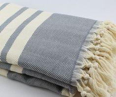 pin von caro g auf dachboden pinterest berwurf zick zack und sofa sessel. Black Bedroom Furniture Sets. Home Design Ideas