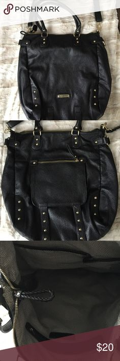 Steve Madden large black leather bag LARGE black leather Steve Madden bag with gold accents/hardware. Adjustable and removable crossbody straps as well as sold leather handles. This is a big bag! Approx 12.5x18 - perfect condition! Steve Madden Bags Crossbody Bags