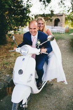 #Vespa #Countrychichhochzeit #Toskana Country Chic, Vespa, Romantic, Bike, Sneakers, Wedding, Shoes, Fashion, Tuscany