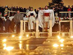 """Русские непобедимы... Три года назад на Крещение две знакомые стоят в очереди к проруби, мороз, минус 23. Одна говорит: """"Знаешь, русские непобедимы. Ни один народ не будет стоять в очереди... в прорубь!"""" С Крещением Господним!"""