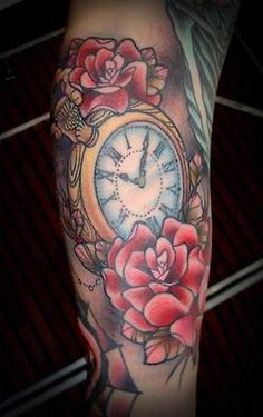 Get to witness the most Beautifull Clock tattoos and deisgns here. We have the most splendid art styles that will tell you all the clock tattoo meaning as well as the clock tattoo arm, back, shoudler, neck and even your leg. Traditional Tattoo Flowers, Neo Traditional Tattoo, American Traditional, Traditional Sleeve, Tattoo Shading, Color Tattoo, Tattoo Drawings, Clock Tattoo Design, Tattoo Designs