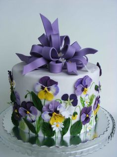 Lovely cake for tea. Use real pansies instead of icing ones.