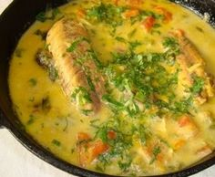Peixada ao leite de coco Good Food, Yummy Food, Fish Dinner, Cooking Recipes, Healthy Recipes, Dessert Drinks, Fish Recipes, Carne, Food And Drink