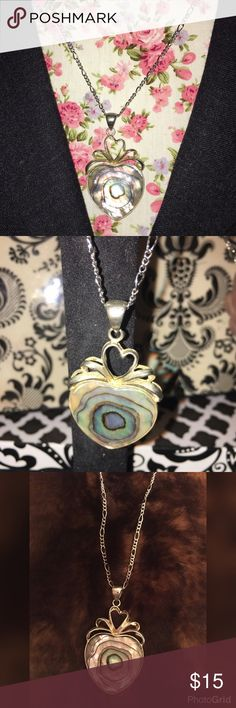 """VINTAGE 💝ABALONE SHELL💝 HEART NECKLACE 💝RARE💝 THIS 💝VINTAGE NECKLACE💝 HAS A 💝ABALONE SHELL HEART 💝AND CHAIN LINK & HOOP CHAIN THAT MAKES IT ADJUSTABLE 💝THAT IS 15"""" LONG💝TO CHOKER STYLE💝IT IS SET ON A SLIGHT ANGLE 💝AND SIMPLY STUNNING💝 Vintage Jewelry Necklaces"""