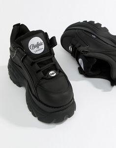 Shop Buffalo classic lowtop platform chunky sneakers in black. With a variety of delivery, payment and return options available, shopping with ASOS is easy and secure. Shop with ASOS today. Cute Shoes, Me Too Shoes, Air Max Sneakers, Shoes Sneakers, Black Sneakers, Sneakers Women, Shoes Women, Buffalo Shoes, Baskets
