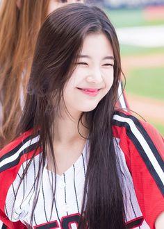 ♡♡ her smile is so precious — © to itzy_pan, pizza_season, soul latte, sirius… – Kpop Magazine Mamamoo, K Pop, South Korean Girls, Korean Girl Groups, Her Smile, New Girl, Girl Crushes, Kpop Girls, Asian Girl