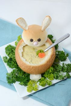 Looking for some creative Easter Dinner Ideas? Make these creative DIY Easter Bunny Bread Bowls. Perfect for your Easter Dinner and a great way to make a fun Easter Table. Step-by-step tutorial. Holiday Treats, Holiday Recipes, Holiday Fun, Bunny Bread, Lemon Brownies, Bread Bowls, Snacks Für Party, Easter Treats, Easter Food