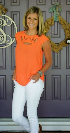 LOVE the top, even the color. Stitch Fix Skies are Blue Moraga Cut out Detail Blouse - love the orange color and cut out detail! Orange Outfits, Orange Clothes, Orange Top Outfit, Orange Shirt, Stitch Fix Outfits, How To Have Style, My Style, Casual Outfits, Cute Outfits