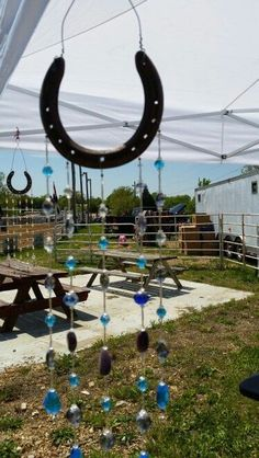 Windchime - 19 Lucky Horseshoe Crafts Surely Attract Interest - Home Decor Ideas Horseshoe Projects, Horseshoe Crafts, Horseshoe Art, Lucky Horseshoe, Horseshoe Ideas, Horseshoe Necklace, Camping Crafts, Fun Crafts, Diy And Crafts