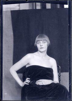 Man Ray, Personne non identifiée (Portrait de femme)