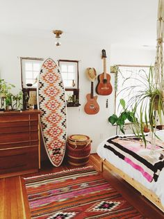 50 Incredible Apartment Bedroom Decor Ideas With Boho Style Decoration Surf, Deco Surf, Surf Bedroom, Aztec Bedroom, Hippy Bedroom, Apartment Bedroom Decor, Retro Home Decor, Cool Rooms, My New Room