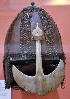 Indian heavy cavalry mail and steel plate helmet, early 1600's. Royal Armouries.