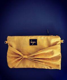 Justo lo que necesitas para esta nochevieja. Tela 100% algodón, con brillos dorados, tamaño perfecto para meter cartera, móvil, llaves, y algo de maquillaje! En breve en tienda!! . Síguenos en @bagabg Bagan, Instagram, Skinny, Gold Glitter, New Years Eve, Jitter Glitter, Tent, Make Up