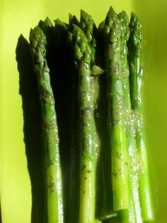 Asparagus Vinaigrette and Apple Trees Adored - bite Garlic Minced, Asparagus Salad, White Wine Vinegar, Apple Tree, Vinaigrette, Healthy Recipes, Healthy Food, Side Dishes