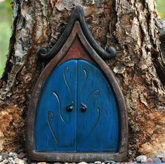 Fairy door..I keep seeing all this stuff about Fairy gardens. I think Clara and I need a Fairy garden this year :o)