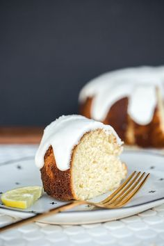 Beautifully sweet and fresh lemon bundt cake made with fresh lemons with a thick glaze on top Bundt Cake Glaze, Lemon Glaze Cake, Glaze For Cake, Lemon Bundt Cake, Bundt Cakes, Easy Donut Recipe, Donut Recipes, Baking Recipes, Cake Recipes
