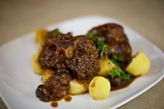 How to Stew Oxtails: Stewed Oxtails on Boiled Potatoes  #RumbaMeats #BeefOxtail