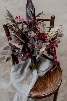 Burgundy and Black Fall Wedding Inspiration at Papiermühle Homburg Tired of classic wedding colors, this team of talented German wedding professionals created a cozy color scheme for this black fall wedding inspiration German Wedding, Boquette Wedding, Boho Wedding Bouquet, Purple Wedding Bouquets, Floral Wedding, Wedding Flowers, Trendy Wedding, Bridal Bouquets, Fall Bouquets