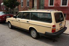 volvo station wagon...ORANGE!! Yessss! | Dream Car : Station Wagon