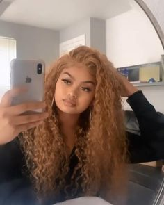 Dyed Curly Hair, Brown Curly Hair, Blonde Curly Hair Natural, Colored Curly Hair, Curly Hair Styles, Blonde Curly Weave, Dyed Blonde Hair, Honey Brown Hair, Honey Blonde Hair