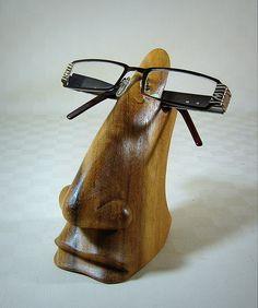 *Brillenhalter - Naturholz*  Ausgefallener und praktischer Brillenhalter für alle Größen und Formen. Aus hellem Hibiskusholz, mit wunderschöner M...