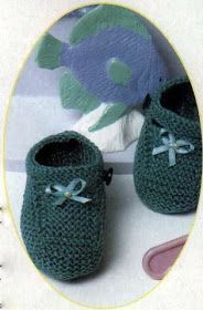 Receita de Tricô: SAPATINHO VERDE EM TRICO Baby Hat Knitting Pattern, Baby Hats Knitting, Knitted Hats, Knitting Patterns, Crochet Bebe, Crochet For Kids, Crochet Baby Shoes, Baby Booties, Baby Knitting