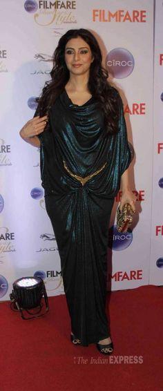 Tabu at the Filmfare Glamour & Style Awards. Vintage Bollywood, Indian Bollywood, Bollywood Fashion, Beautiful Saree, Beautiful Outfits, Hollywood Top Actress, Glamour Ladies, Indian Princess, Beautiful Bollywood Actress