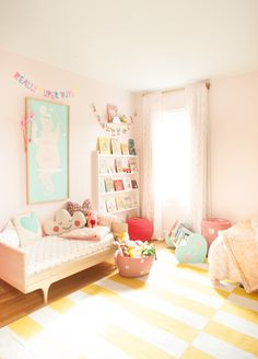 shared girl's room- love this all, minus the pink wall.