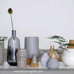 Hübsche Vasen Als Deko Arrangement Mit Dezenten Grauen Vasen. Mehr Auf  Roomido.com
