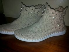Crochet Boots, Crochet Slippers, Slipper Sandals, Slipper Socks, Crochet Slipper Pattern, Crochet Patterns, Estilo Vans, Make Your Own Shoes, Bare Foot Sandals
