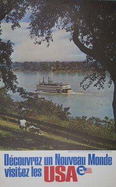 "Découvrez un Nouveau Monde visitez les USA / United States c. 1965 / 26 x 39 in (66 x 99 cm) / / Translated FR-ENG: ""Discover a New World, Visit the USA.""  Picture contains a boat on the Mississippi river, St. Louis, Missouri."