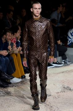 15deef010b74 The complete Louis Vuitton Fall 2018 Menswear fashion show now on Vogue  Runway.