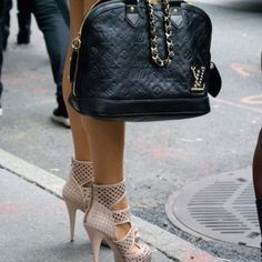 I need this purse and shoes!! Love it!!