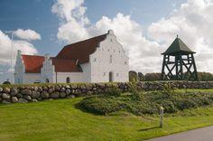 Mygdal kirke · Mygdal kirke er en af Vendsyssels få romanske teglstenskirker (Mårup, Flade, Skt. Hans, Hjørring, Understed, Ørum, Åsted og Bindslev kirker) med rundbuefriser og lisener.
