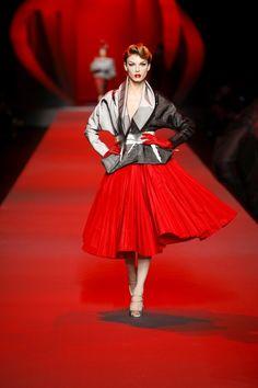 Haute Couture Printemps Été 2011 sa dernière collection il s'était inspiré de René GRUAU célèbre illustrateur