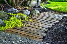 Try one of these outdoor DIY projects! These outdoor pathways ideas are easy and cheap! I can't get enough of these outdoor pathways! Rock Pathway, Wood Walkway, Pathway Ideas, Wood Path, Outdoor Walkway, Wood Steps, Fence Ideas, Diy Garden, Garden Paths