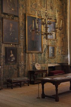 Hardwick Hall...the tapestry combined with the antique oil paintings equals perfection! Yes Yes Yes!!!